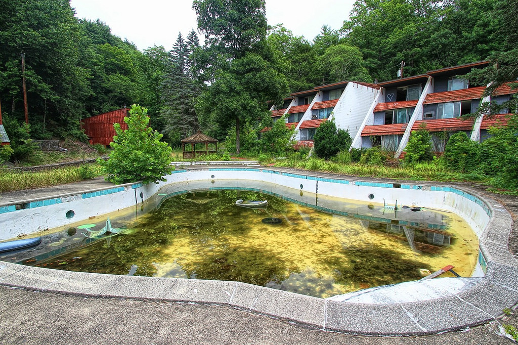 Pools Abandoned Due To Home Foreclosures Need Safety Covers Water Safety Magazine